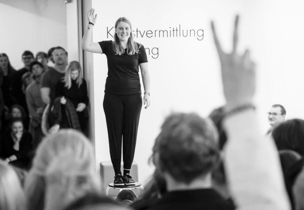 Laura Berkemeyer von Peng! Impro aus Münster – mit einem Workshop zu Erholung und Wohlbefinden mit Improtheater